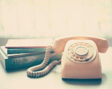 e05415757e0a2242917c7ec4685c0c8b--vintage-telephone-vintage-phones